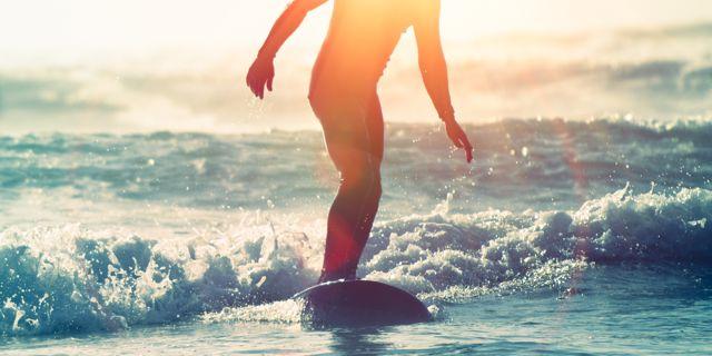 Disfruta haciendo surf en Cadiz